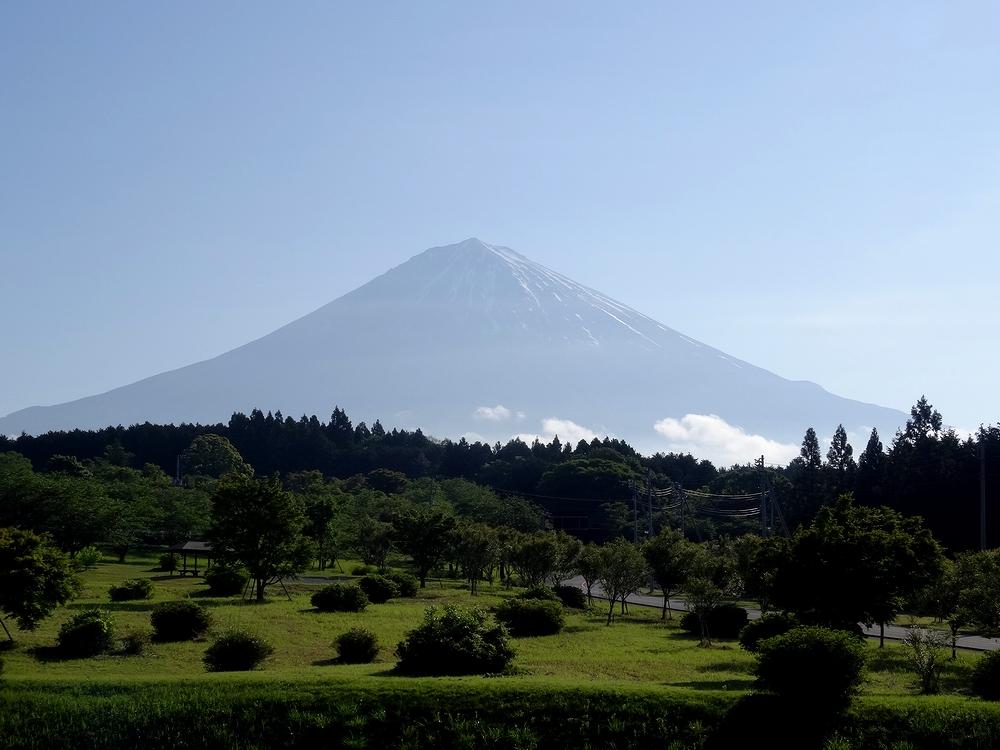 大石寺付近からの富士山